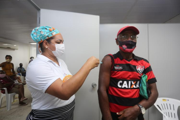 Aposentado Ramulfo Rodrigues, 63 anos, ficou 6 horas na fila I Foto: Olga Leiria I Ag. A Tarde