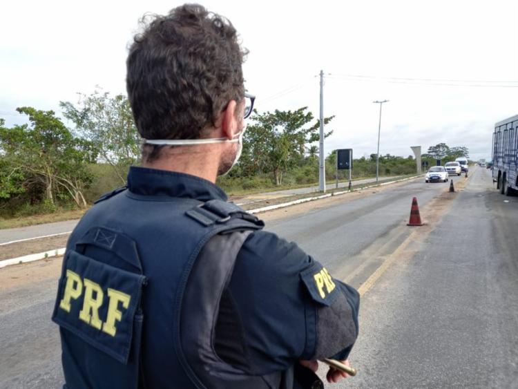 Homem foi abordado quando conduzia um veículo de luxo   Foto: Divulgação   PRF - Foto: Divulgação   PRF