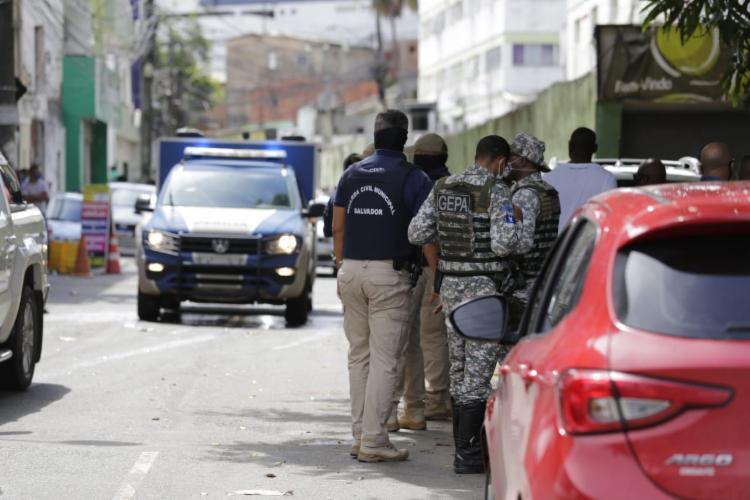 Crime aconteceu na rua da Polêmica | Foto: Adilton Venegeroles | Ag. A Tarde - Foto: Adilton Venegeroles | Ag. A Tarde