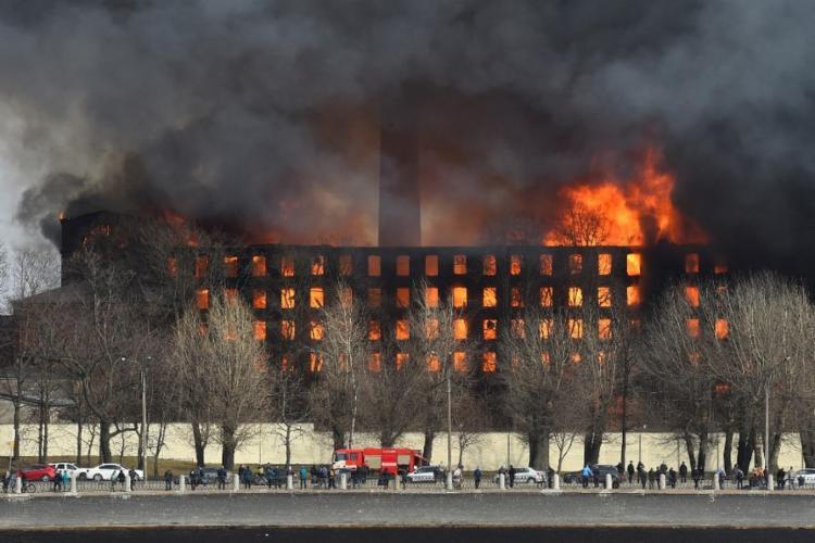 Edifício abrigava uma fábrica de tecidos construída ainda no século XIX, parte da estrutura ainda estava em funcionamento I Foto: AFP - Foto: AFP