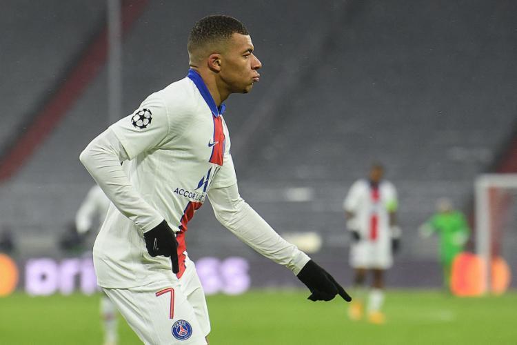 Mbappé foi o destaque ao marcar dois gols para o time francês   Foto: Christof STACHE   AFP - Foto: Christof STACHE   AFP