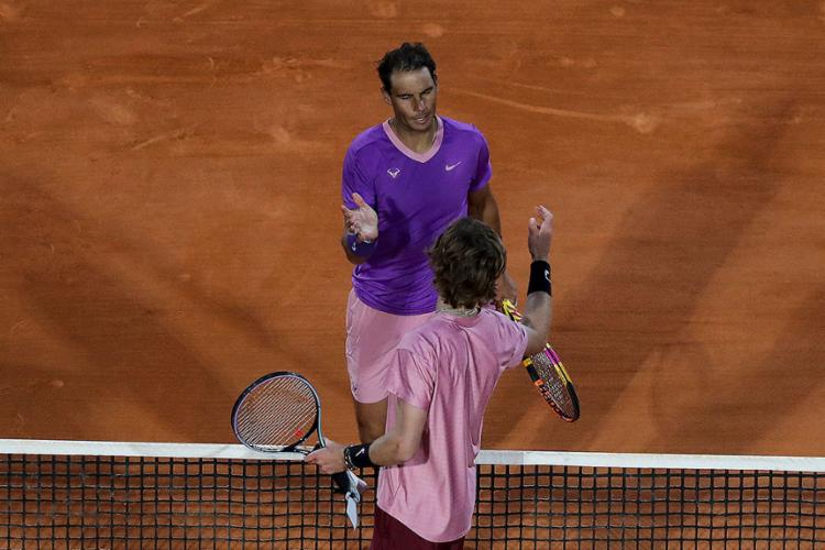 O tenista espanhol caiu por 2 sets a 1 para o russo, oitavo no ranking mundial| Foto: Valery Hache | AFP - Foto: Valery Hache | AFP