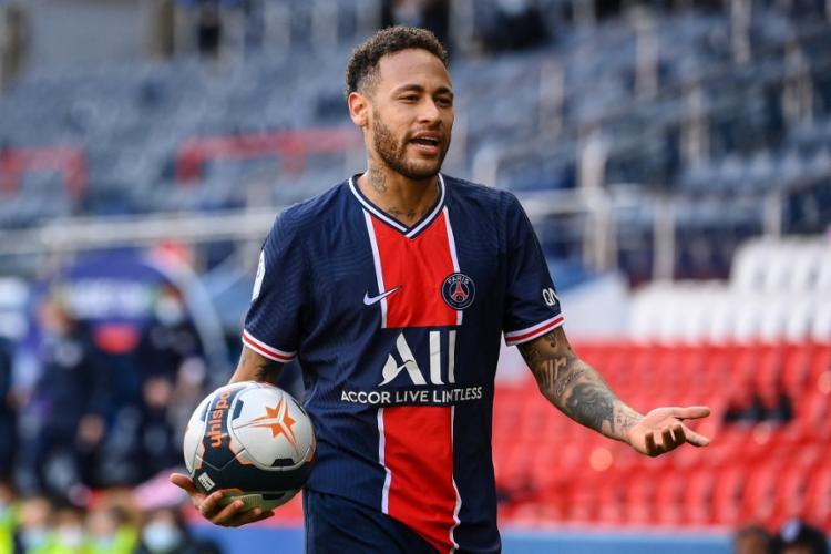Apesar da brincadeira, Neymar lembrou que já teve um pênalti defendido por Diego Alves   Foto: Franck Fife   AFP - Foto: Franck Fife   AFP