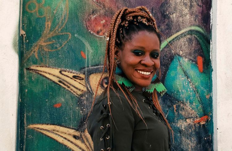 Conectando Bahia e África, Okwei Odili grava álbum recheado de fusões rítmicas | Foto: Carolina Santana | Divulgação - Foto: Carolina Santana | Divulgação