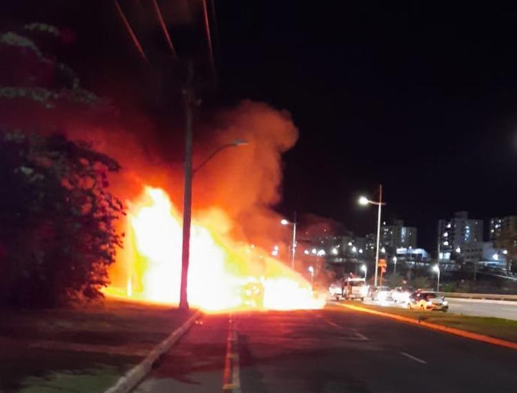 Ainda não se sabe o que originou as chamas | Foto: Cidadão Repórter | via Whatsapp - Foto: Cidadão Repórter | via Whatsapp