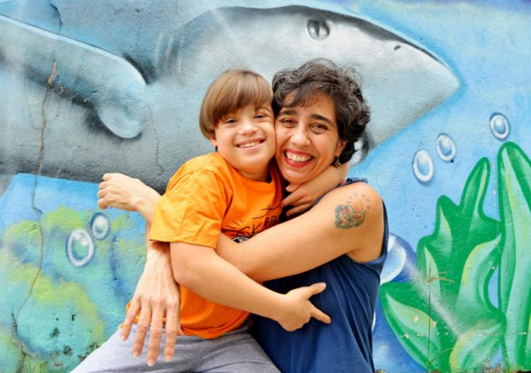 Andréa Fernandes Pereira, jornalista com o filho Tom Pereira de Carvalho, 10 anos | Foto: Shirley Stolze | Ag. A TARDE - Foto: Shirley Stolze | Ag. A TARDE