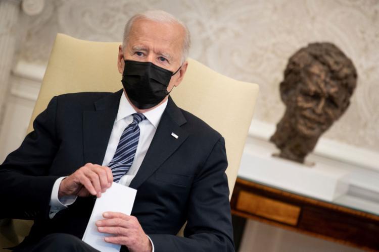 O presidente dos Estados Unidos, Joe Biden, obteve 52% de aprovação na pesquisa Washington Post/ABC News - Foto: Brendan Smialowski / AFP