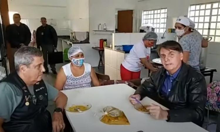 O ministro e o presidente Jair Bolsonaro não usaram máscaras - Foto: Reprodução