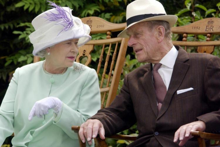 Príncipe Philip, conhecido pelo seu caráter forte, pela sua franqueza, comprometimento com a monarquia e o país, marca uma mudança de época para várias gerações de britânicos - Foto: Fiona Hanson | AFP