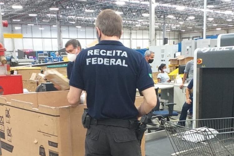 Foram apreendidos cerca de 45 volumes de mercadorias sem nota fiscal | Foto: Divulgação | Receita Federal - Foto: Divulgação | Receita Federal