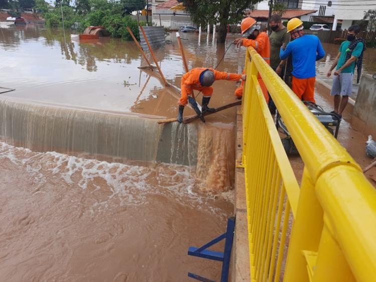 Em nota, a Conder informou que equipes técnicas do consórcio já estão no local realizando o escoamento da água I Foto: Conder