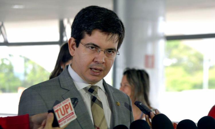 O senador Randolfe Rodrigues é o vice-presidente da comissão que investiga ações e omissões do governo federal no combate à pandemia. Foto: Agência Brasil - Foto: Agência Brasil