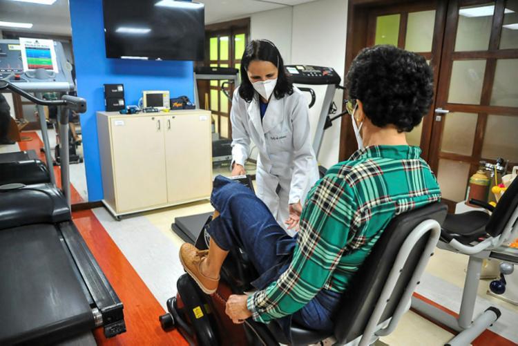 Atividades de reabilitação são desenvolvidas na Clínica Álvaro Lemos | Foto: Felipe Iruatã | Ag. A TARDE - Foto: Felipe Iruatã | Ag. A TARDE
