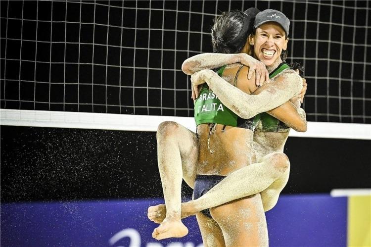 Talita e Taiana levaram a melhor diante do duelo brasileiro com Ágatha e Duda nas semifinais | Foto: Divulgação - Foto: Divulgação
