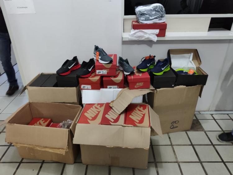 57 pares de tênis e 33 comprovantes de depósito foram encontrados | Foto: Divulgação | PC - Foto: Divulgação | PC