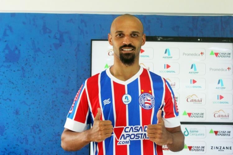 O jogador, de 25 anos, assinou contrato até o fim da temporada e já está regularizado pela CBF. Foto: Divulgação / EC Bahia - Foto: Divulgação / EC Bahia