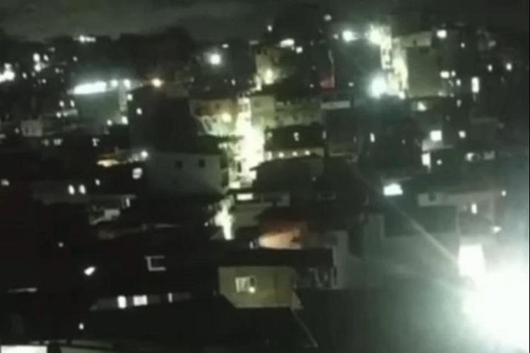 O tiroteio foi provocado por traficantes na rua das Flores, no início da noite deste domingo, 11 | Foto: Reprodução | Redes Sociais - Foto: Reprodução | Redes Sociais