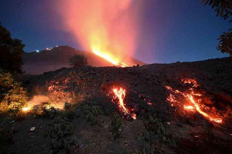 Uma erupção em 1902 matou cerca de 1,6 mil pessoas. - Foto: Reprodução
