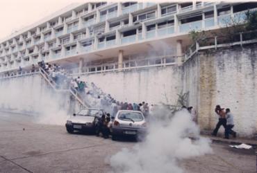 Documentário registrou invasão da PM ao campus da Ufba em 2001 | Data: 16/05/2001. Foto: Manu Dias