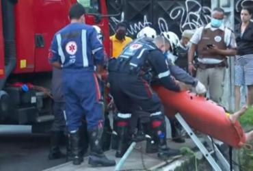 Motorista fica ferido após veículo capotar e cair em córrego no Imbuí | Reprodução | TV Bahia
