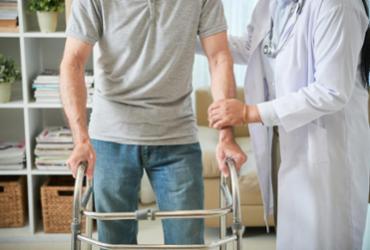 Estudantes de saúde fazem ação social em casa de acolhimento para idosos