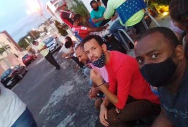Alagoinhas: rodoviários acampam em frente à casa do prefeito cobrando solução para impasse com Viação Cidade das Águas