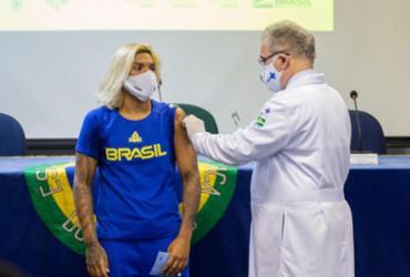 Atletas olímpicos e paralímpicos brasileiros começam a ser vacinados | Miriam Jeske | COB