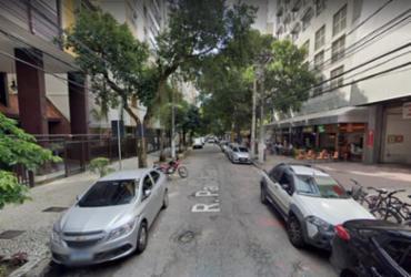 Homem é preso após roubar placa de rua em homenagem a Paulo Gustavo | Reprodução | Street View