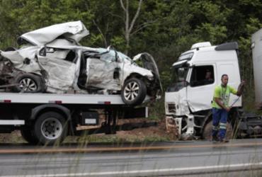 Motorista morre após colisão com carreta na BA-093