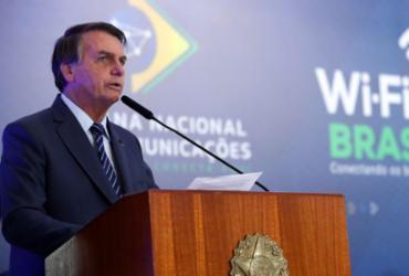 Bolsonaro volta a criticar restrições e cogita decreto de livre circulação | Marcos Corrêa | PR