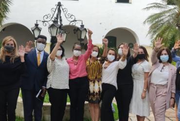 Alvo de ataques racistas e ameaças de morte, prefeita de Cachoeira recebe autoridades federais