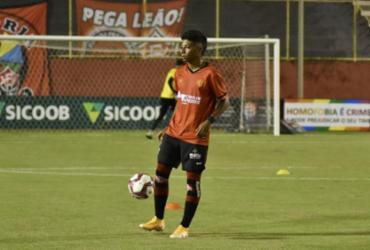 Após estreia no profissional, Alisson Santos quer mais oportunidades no Vitória | Pietro Carpi | EC Vitória