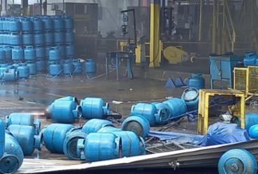 Bombeiros concluem trabalho de rescaldo em fábrica de gás que explodiu