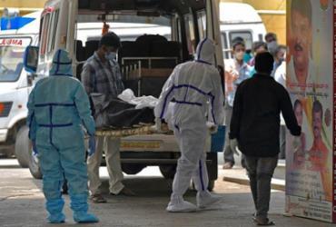 Índia chega ao 14º dia com mais de 300 mil casos de Covid-19 | Manjunath Kiran / AFP