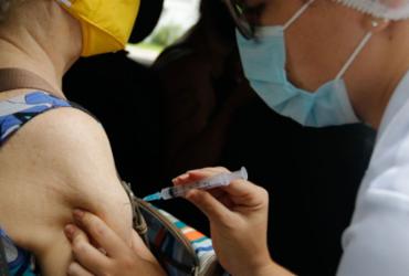 Vacinas anticovid da Pfizer e AstraZeneca induzem nível igual de proteção | Tânia Rego I Agência Brasil