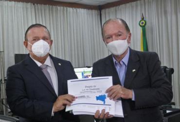 Apesar da pandemia, LDO prevê que a Bahia vai crescer em 2022 | Camila Souza | Gov-BA