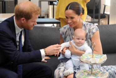 Para aniversário do filho, Harry e Meghan pedem doações para vacinas anticovid | AFP