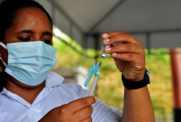 Lauro de Freitas vacina pessoas de 53 anos ou mais contra covid-19 neste sábado | Shirley Stolze | Ag. A TARDE