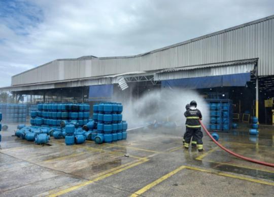 Explosão em empresa de gás deixa um morto e dois feridos na Região Metropolitana | Divulgação/Bombeiros