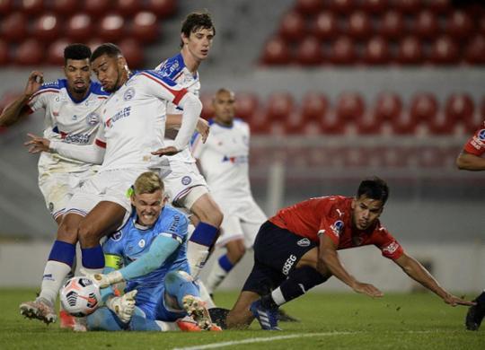 Bahia joga bem, mas falha e perde para o Independiente na Argentina | Juan Mabromata | AFP