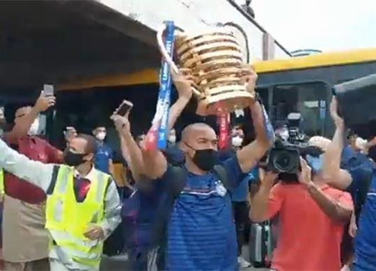 Bahia é recebido com festa da torcida após título da Copa do Nordeste; veja vídeos | Cidadão Repórter | via Whatsapp