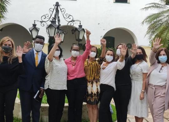 Alvo de ataques racistas e ameaças de morte, prefeita de Cachoeira recebe autoridades federais | Camila Souza