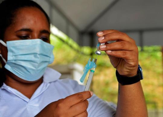 Pessoas com comorbidades a partir de 18 anos são incluídas na vacinação | Shirley Stolze | Ag. A TARDE