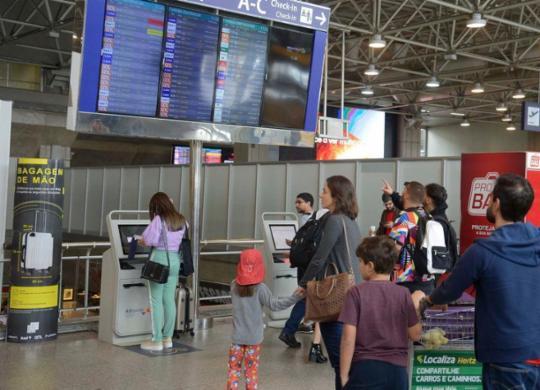 Juiz considera ilegal obrigação de isolamento de viajantes do Brasil | Agência Brasil