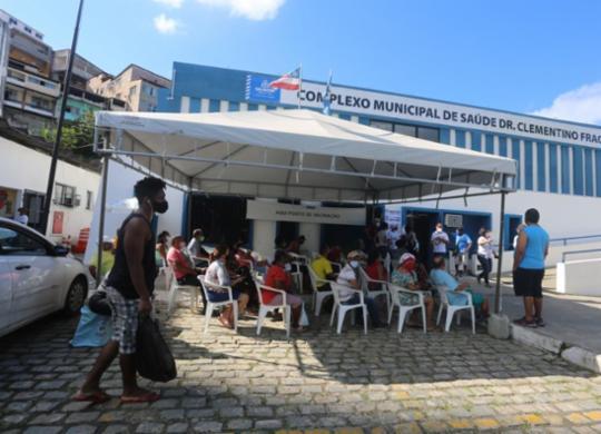Vacinação contra Covid-19 contempla pessoas com 50 anos ou mais nesse sábado em Salvador   Olga Leiria   Ag. A TARDE