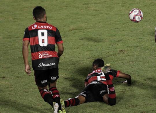 Nova eliminação precoce volta a colocar Paulo Carneiro em xeque no Leão | Uendel Galter | Ag. A TARDE