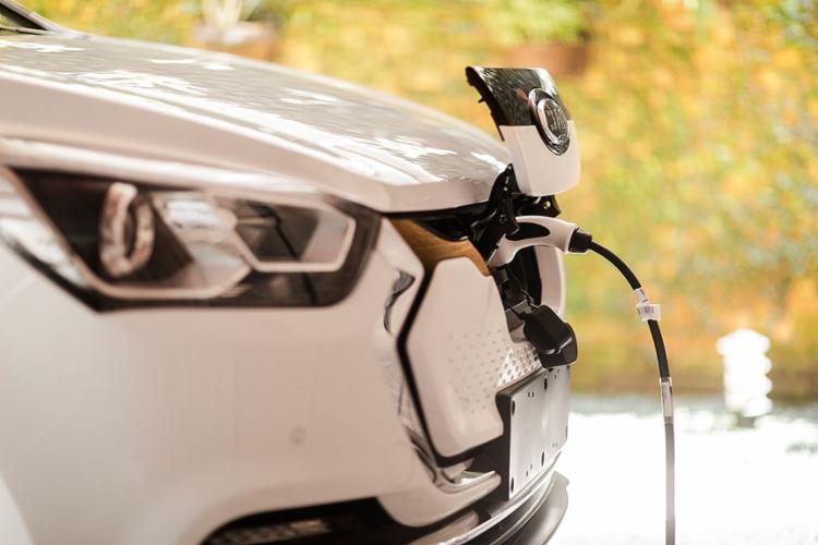 Em 2021, o mercado de veículos eletrificados teve o melhor quadrimestre da série histórica, iniciada em 2012; na foto, o Jac iEV40 | Foto: