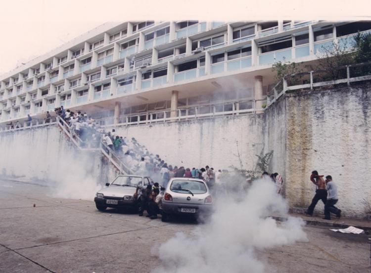 Tropas da PM invadiram o campus da universidade localizado no Canela - Foto: Data: 16/05/2001. Foto: Manu Dias