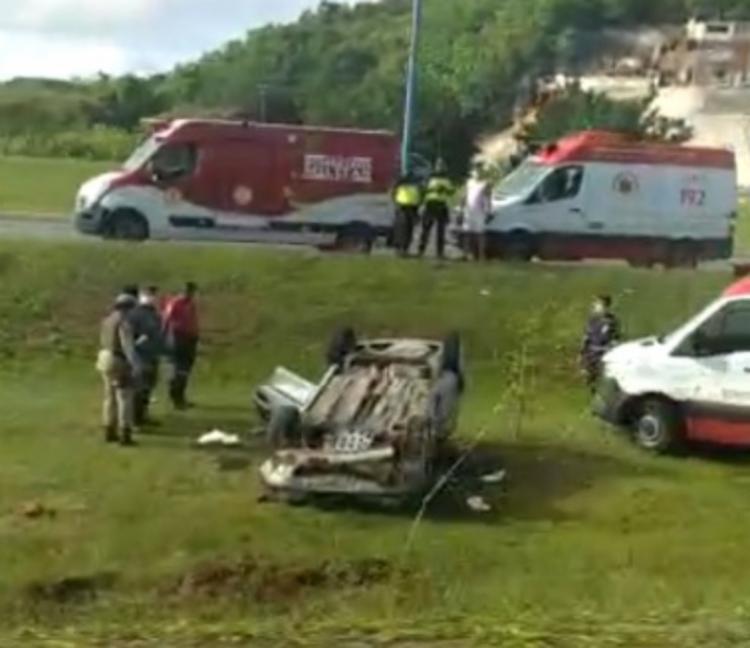 O acidente teria envolvido dois carros de passeio, que ficaram capotados no local | Foto: Reprodução | Redes Sociais - Foto: Reprodução | Redes Sociais