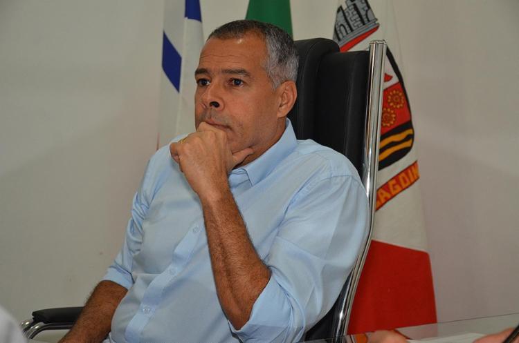 O prefeito Joaquim Neto (PSD) declarou que a empresa vinha descumprindo o contrato com irregularidades. - Foto: Roberto Fonseca   Secom